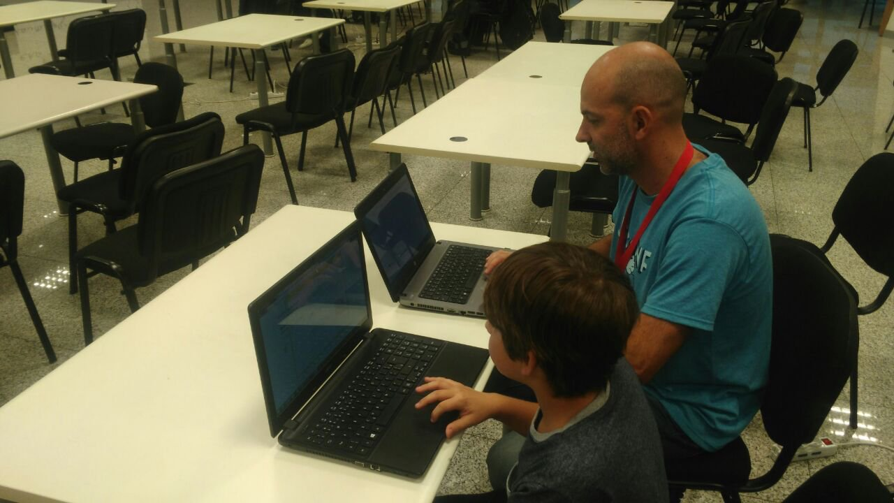 Future innovator at JSConfUY 2016: an 11-year-old attendee builds an app at the Electron.js workshop